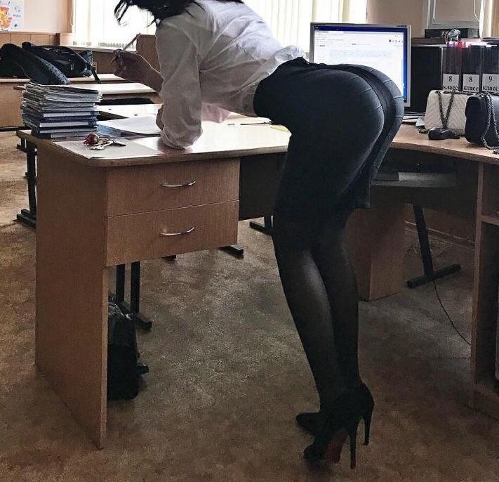 blowjob under the desk